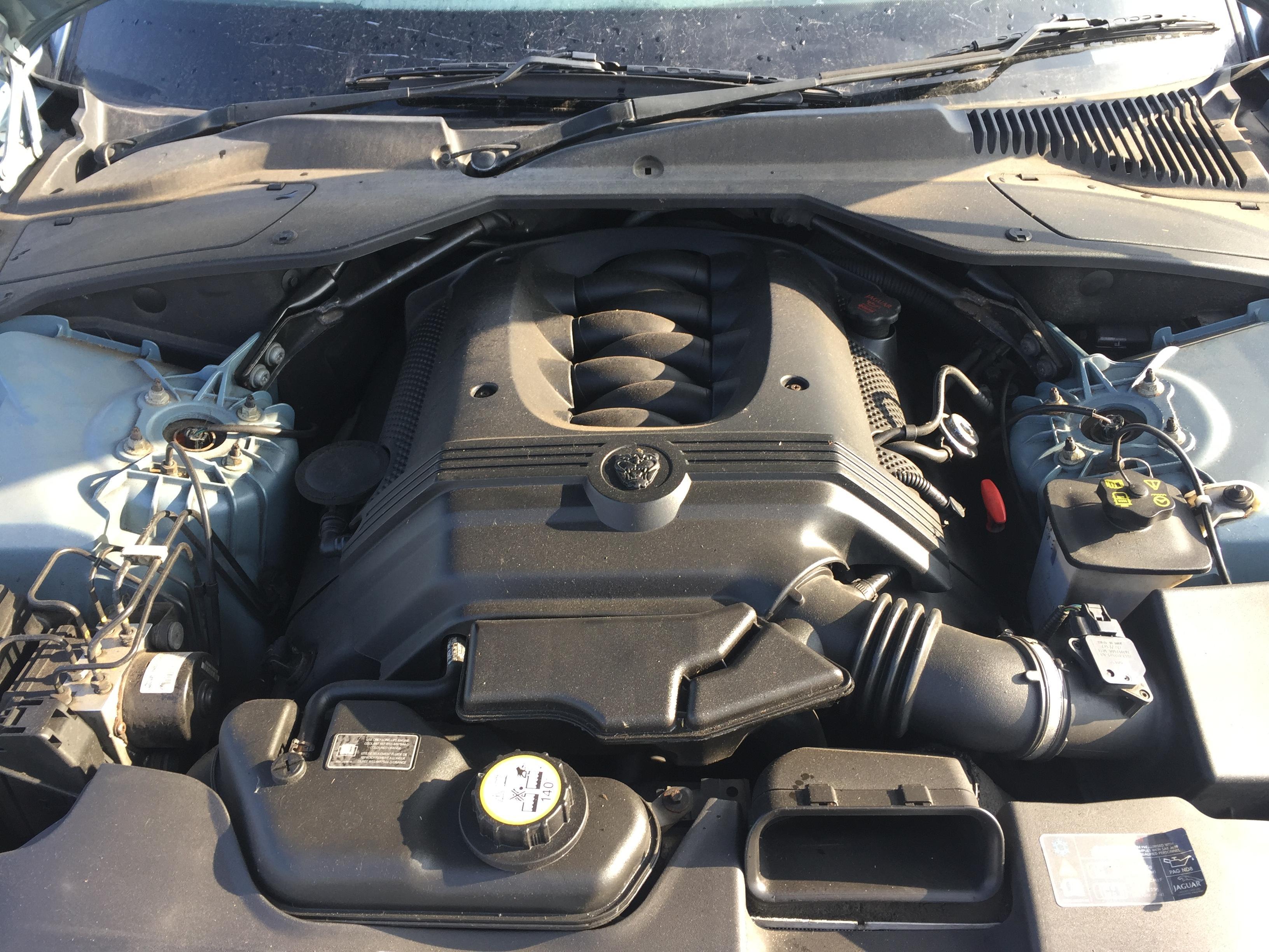 used used Front Emblem Jaguar XJ 2005 3 5L 18EUR EIS00628221