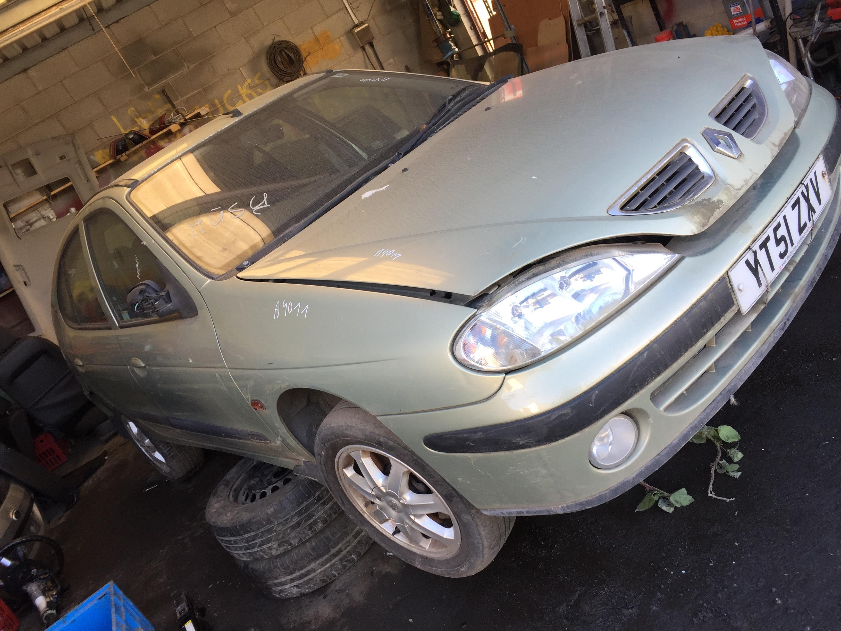 7703397911 1096046 8200029340b Fuse Box Renault Megane 2001 16l Water Foto 3 199903 200210 Facelift Petrol 16
