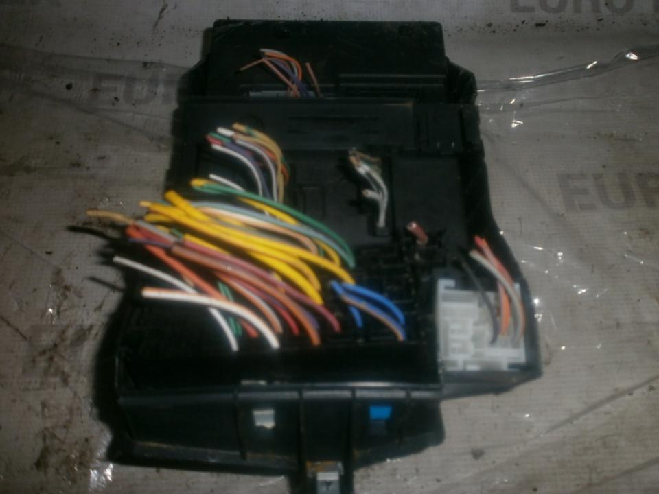 8200029342b s108502610g Fuse box Renault Scenic 2003 1.6L 43EUR EIS00009285