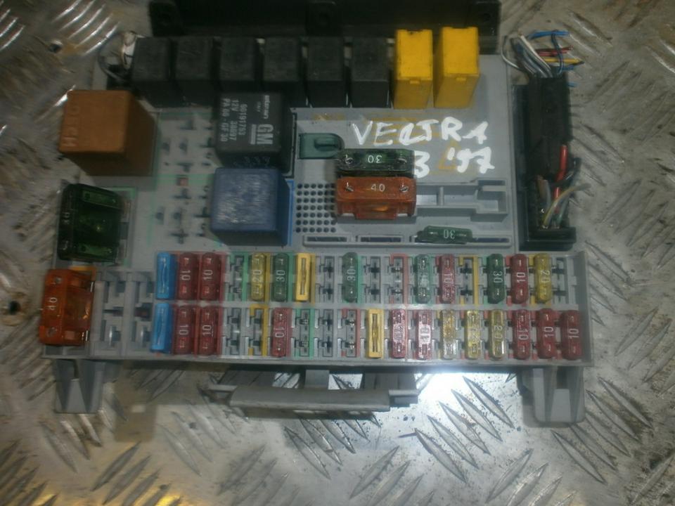 Блок предохранителей 90504534  Opel VECTRA 1997 2.0