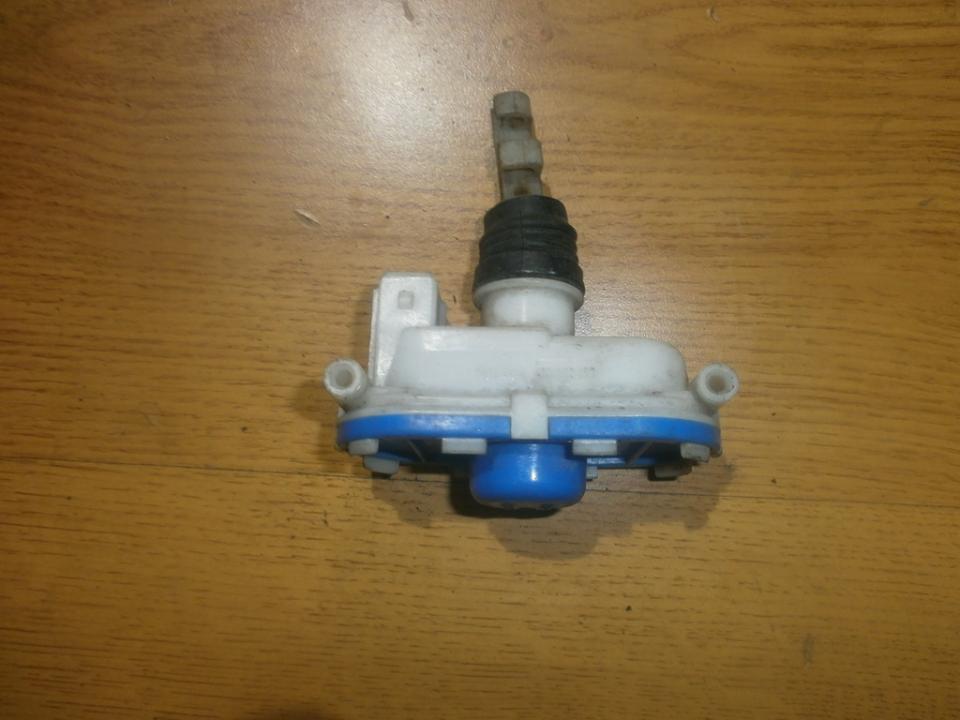 Duru uzrakto vakuumine pompele 443862153  Audi 80 1992 1.9