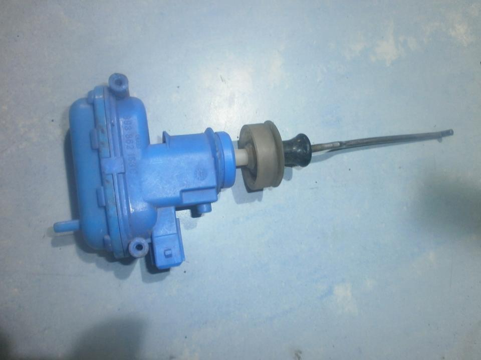 Duru uzrakto vakuumine pompele 893862153C  Audi 80 1987 1.8
