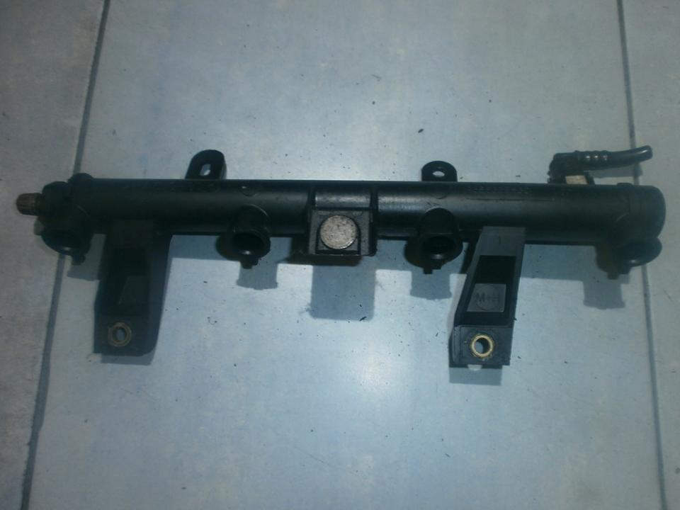 Fuel injector rail 9655833580  Citroen C2 2005 1.4