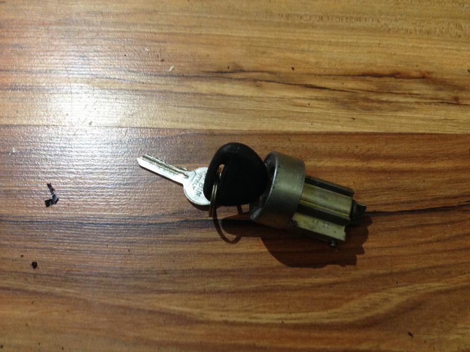 Uzvedimo spyna NENUSTATYTA  Mitsubishi CARISMA 2000 1.9