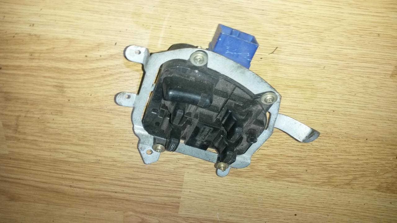 Stiklo valdymo mygtukas (lango pakeliko mygtukai) NENUSTATYTA  Subaru OUTBACK 2003 2.5