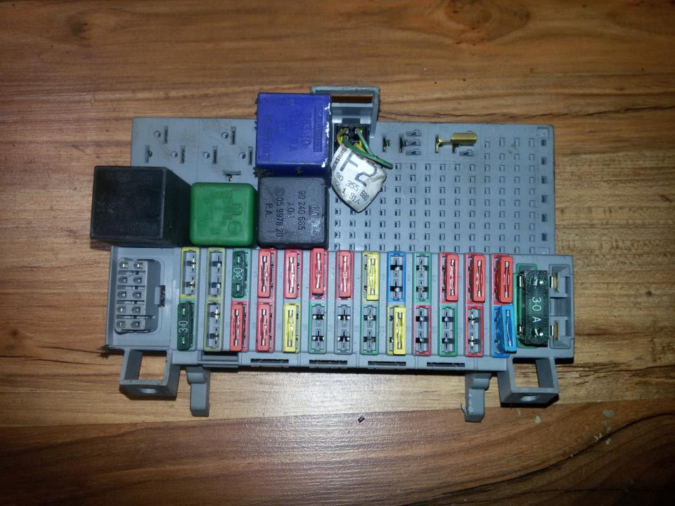 90355680 Fuse box Opel Astra 1993 1.7L 14EUR EIS00039237