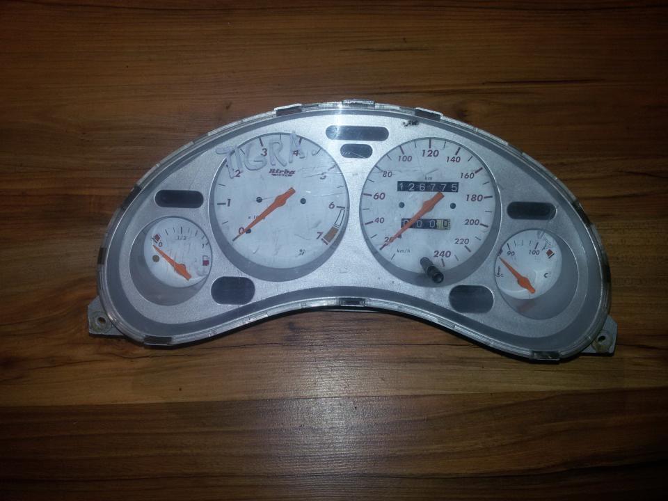 Spidometras - prietaisu skydelis 90386323 81117761 Opel TIGRA 1995 1.6