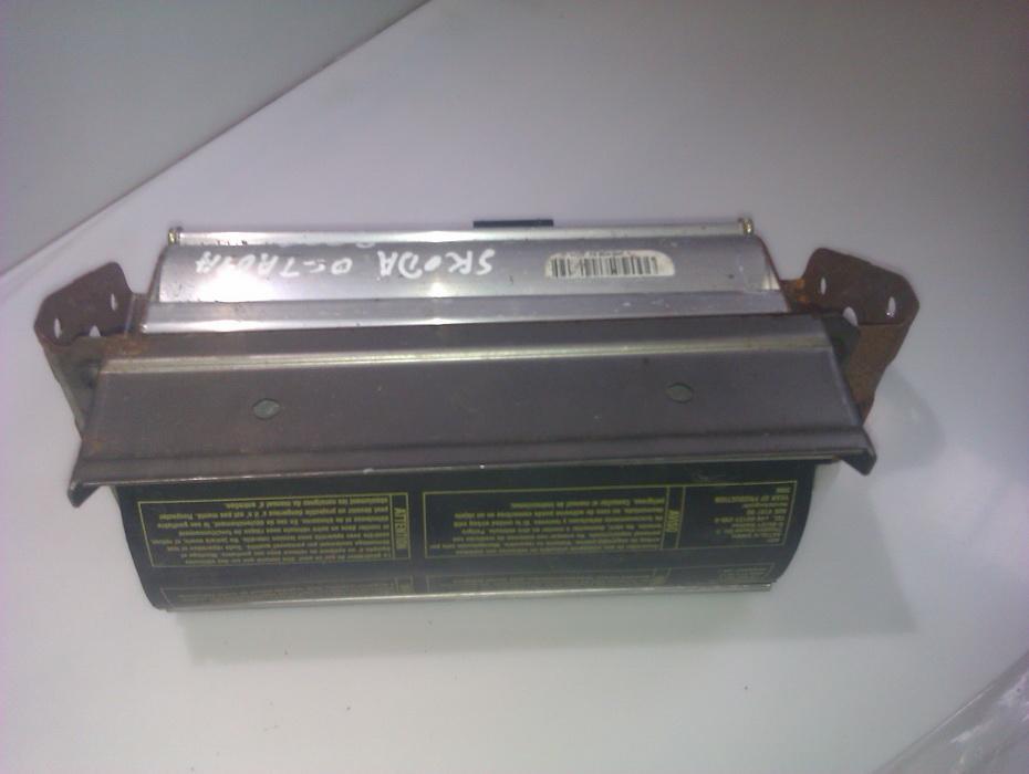 Salono paneles oro pagalve SRS VMNM38B2JDC  Skoda OCTAVIA 2000 1.9