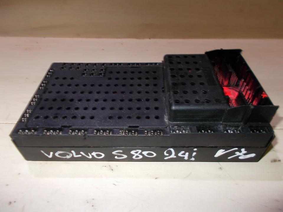518322110 9452993-PETROL Fuse box Volvo S80 2003 2 4L 39EUR
