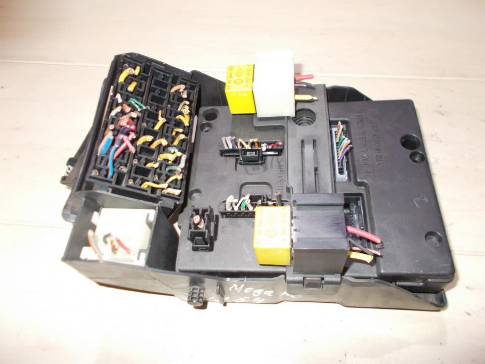 7703297930 s108502400b fuse box renault megane 1998 1 6l 32eur eis00060765