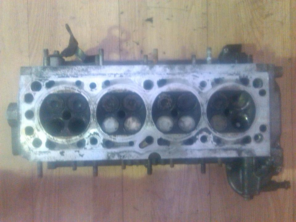 r90400210 Variklio galvute Opel Astra 2000 1.6L 90EUR EIS00063303