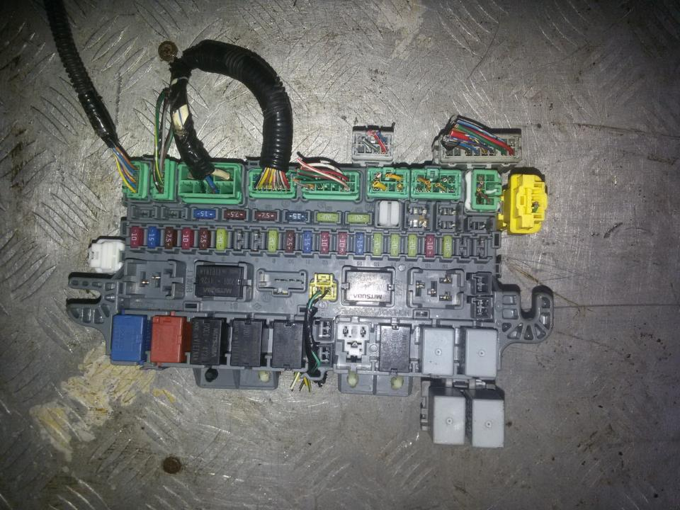 Fuse box Honda Jazz 2005 1.3L 32EUR EIS00084103 | Used parts Shop Under Dash Fuse Box Honda Jazz on honda prelude dash, honda insight dash, honda s2000 dash, honda civic si dash, honda ridgeline dash, honda civic hybrid dash, honda crv dash, honda civic turbo dash, honda crosstour dash, honda fit dash, honda del sol dash, honda crz dash, honda ep3 dash,
