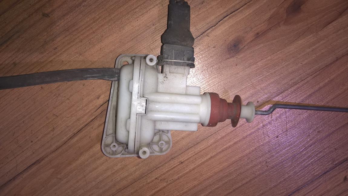 Duru uzrakto vakuumine pompele 893862123 nenustatyta Audi 80 1989 1.8