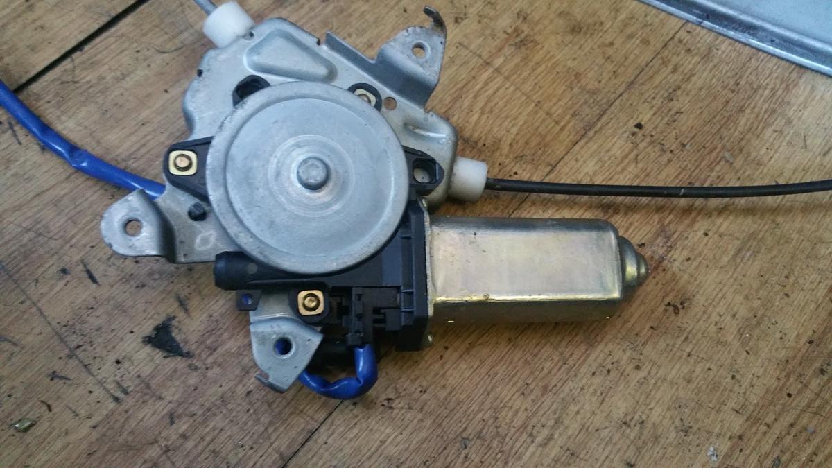 Duru lango pakelejo varikliukas P.K. 807314m700 mnr25192, j0518 Nissan ALMERA 2000 2.0
