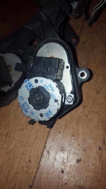 Peciuko sklendes varikliukas 8391382 f05 BMW 3-SERIES 2000 1.9