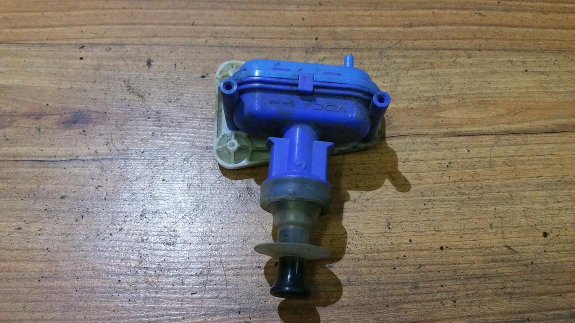 Duru uzrakto vakuumine pompele 893862123 n/a Audi 80 1994 1.9