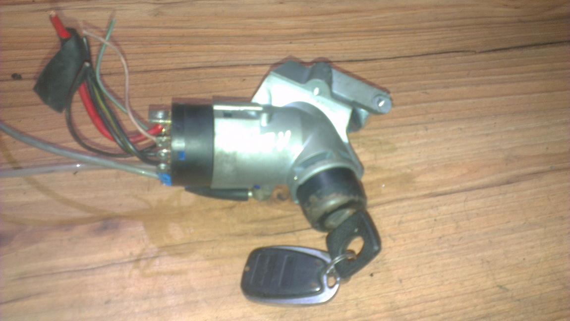 Uzvedimo spyna a0005458808 nenustatyta Mercedes-Benz VITO 2002 2.2