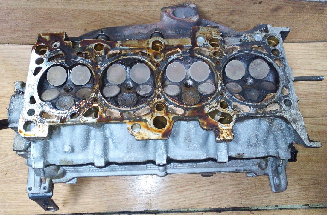 Variklio galvute 058103373d nenustatyta Audi A4 2006 2.7