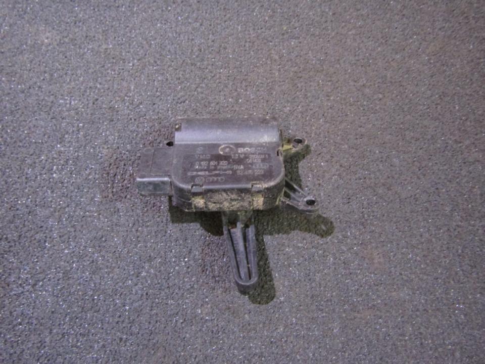 Peciuko sklendes varikliukas 0132801320 52495223 Volkswagen TOUAREG 2008 3.0