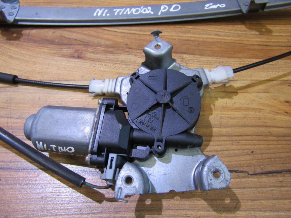 Duru lango pakelejo varikliukas P.D. NENUSTATYTA nenustatyta Nissan ALMERA TINO 2002 2.2