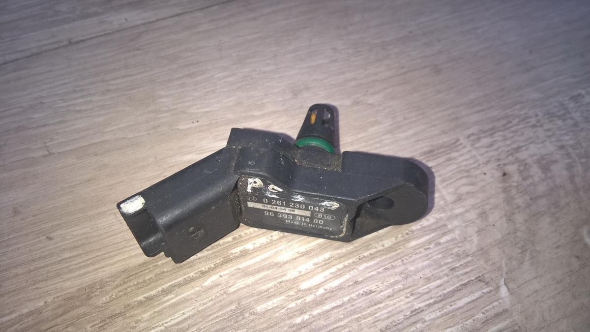 Датчик давления в коллекторе Peugeot 206 2001    1.4 0261230043
