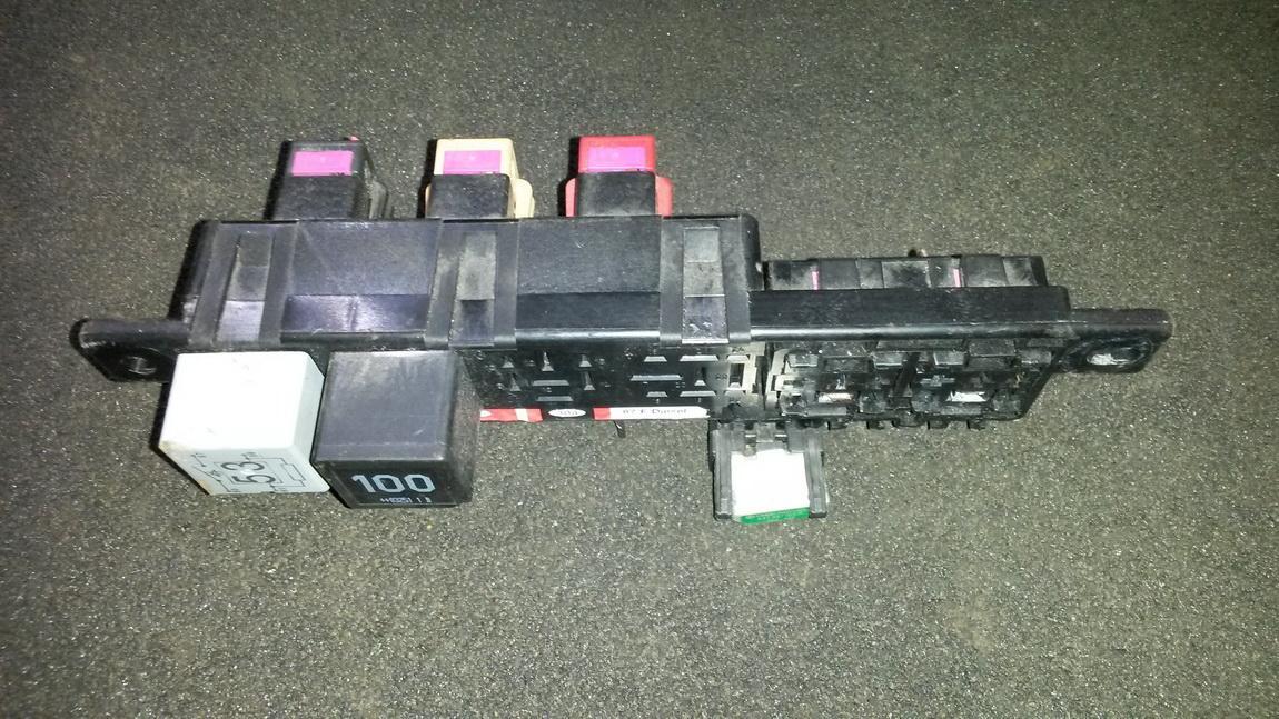 Fuse box  8l0941822 nenustatyta Volkswagen GOLF 1992 1.8