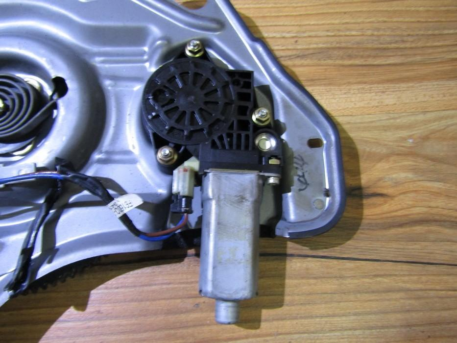 Duru lango pakelejo varikliukas G.D. nenustatyta nenustatyta Hyundai TRAJET 2002 2.0