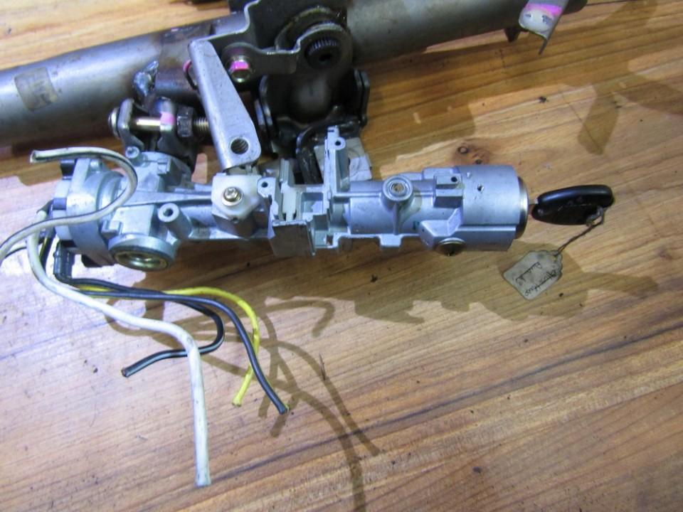 Uzvedimo spyna nenustatytas nenustatytas Honda CR-V 2003 2.0