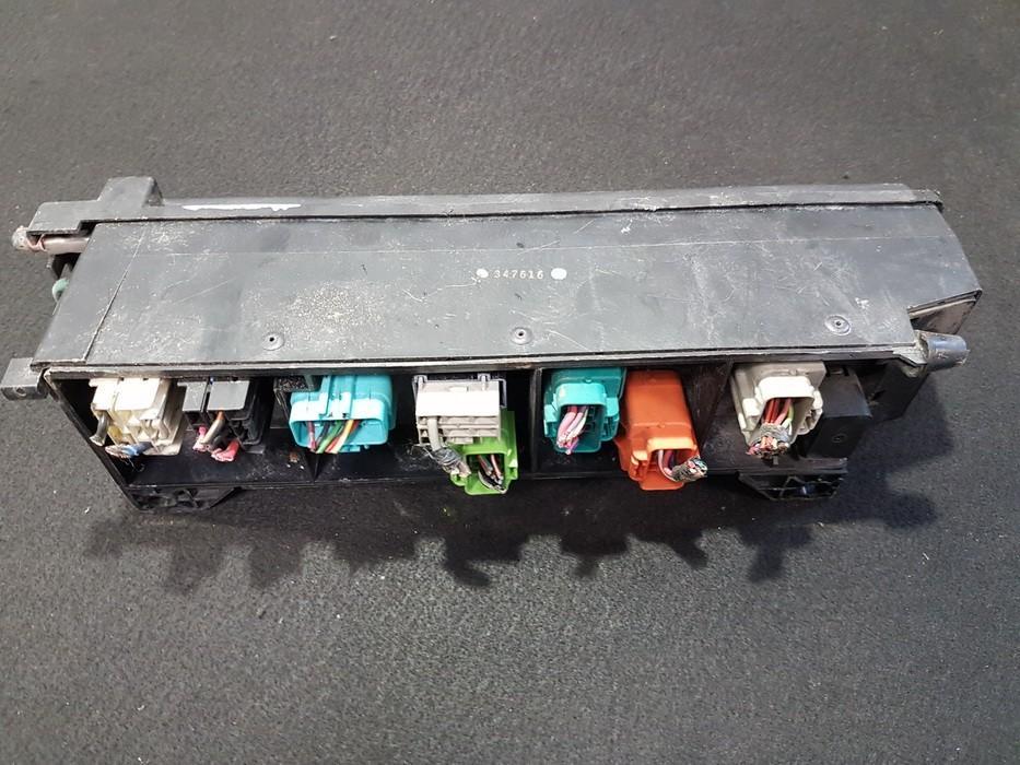 Saugikliu deze NENUSTATYTA nenustatyta Chrysler VOYAGER 1997 3.3