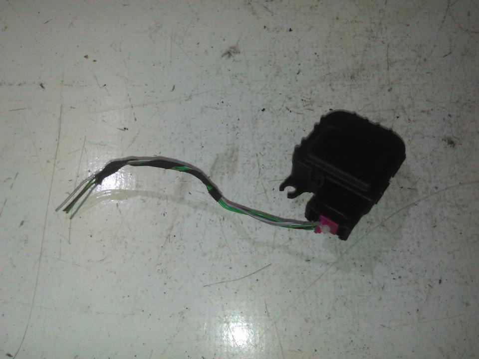 Audi  A2 Peciuko sklendes varikliukas