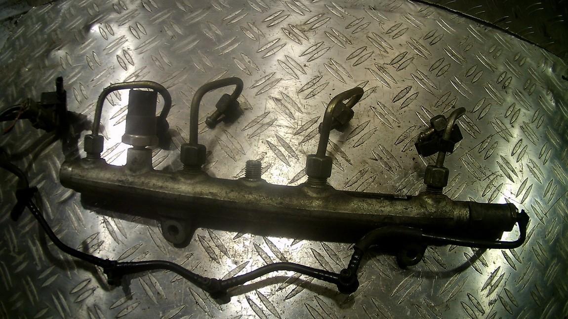 Fuel injector rail (injectors)(Fuel distributor) 0445214024 8200347176 Volvo V40 1998 1.9