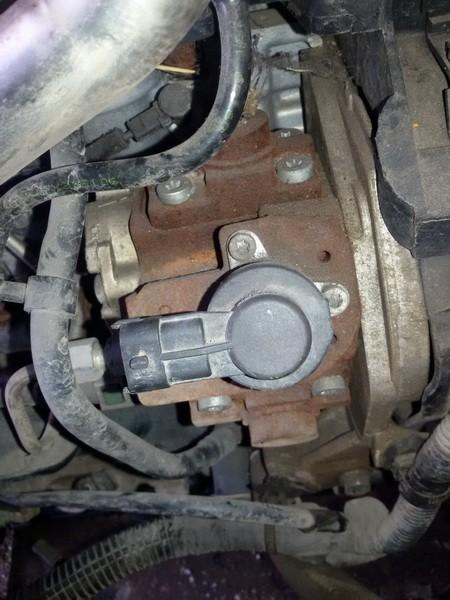 Fuel Pressure Sensor Peugeot 207 2009    1.4 0928400607