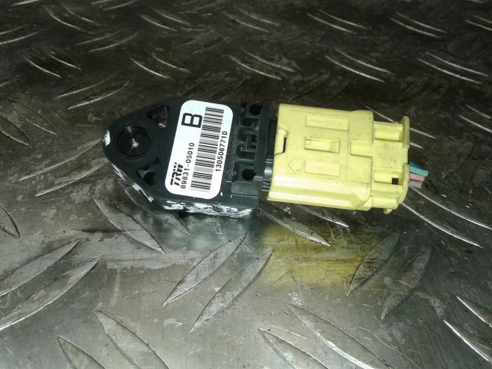 Srs Airbag crash sensor 8983105010 89831-05010 Toyota AVENSIS 2001 2.0