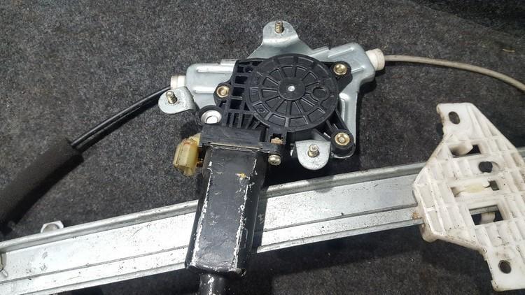 Duru lango pakelejo varikliukas nenustatytas nenustatytas Hyundai ACCENT 1997 1.5