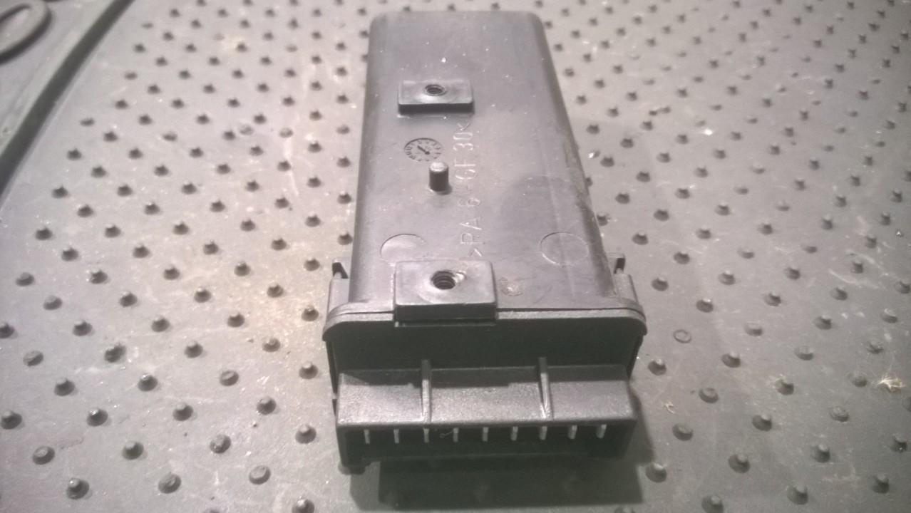 Door control relay Peugeot 306 1994    1.9 9601886380