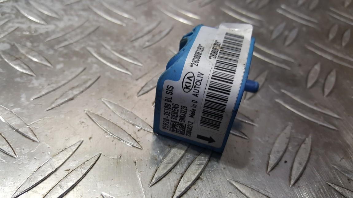 Srs Airbag crash sensor Kia Sorento 2005    0.0 5WK43228