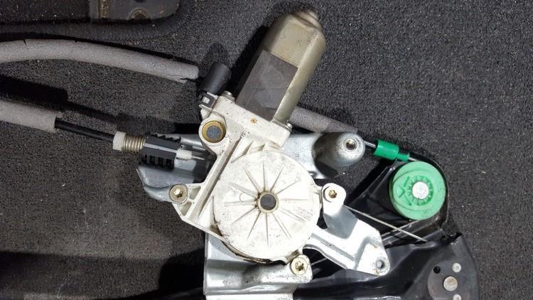 Duru lango pakelejo varikliukas P.D. nenustatytas nenustatytas Ford FOCUS 2004 1.8