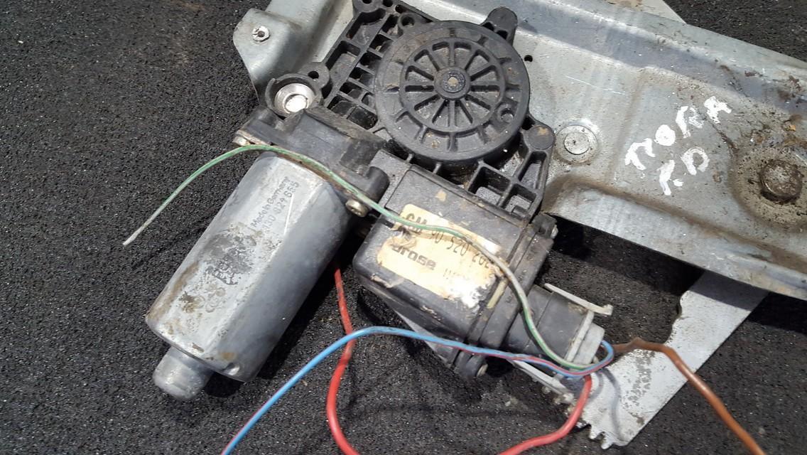 Duru lango pakelejo varikliukas P.D. 0130821655 nenustatyta Opel TIGRA 1995 1.6