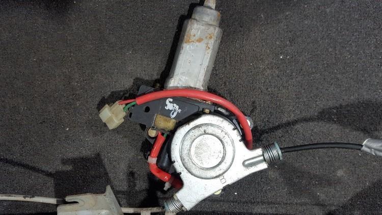 Duru lango pakelejo varikliukas P.D. nenustatytas nenustatytas Mazda 323F 1999 2.0