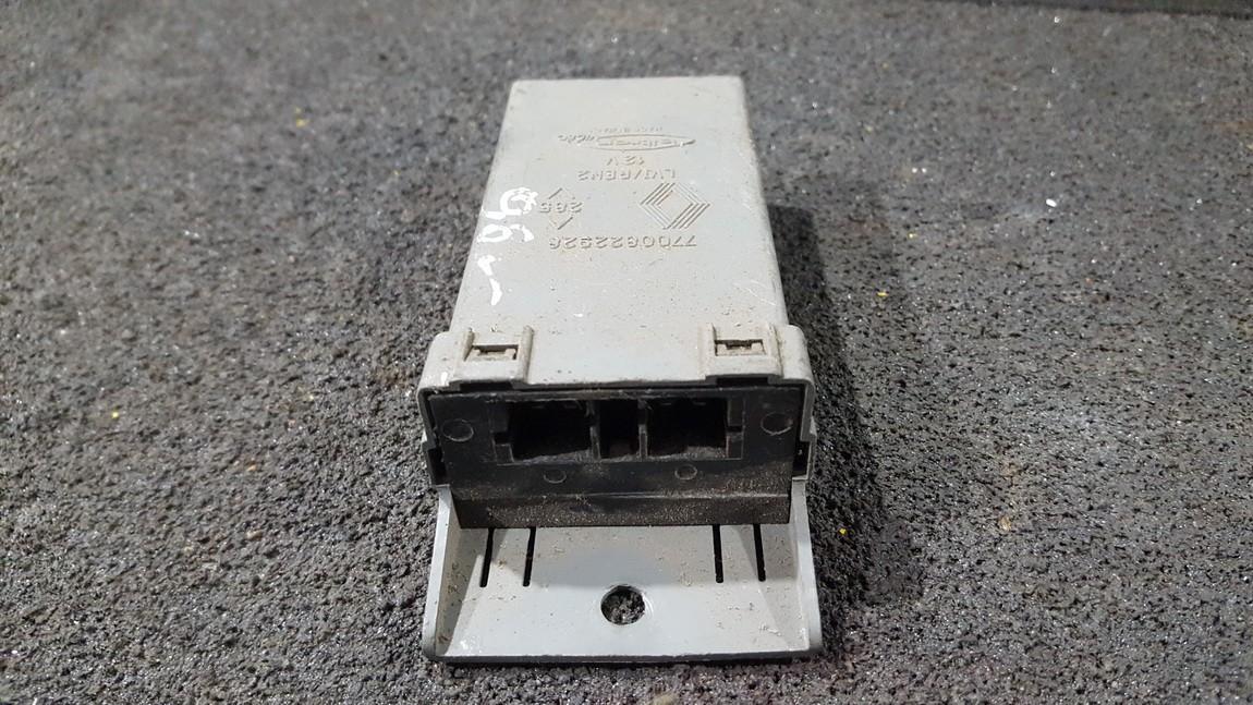 Electric window control unit Renault Laguna 1996    1.8 7700822928