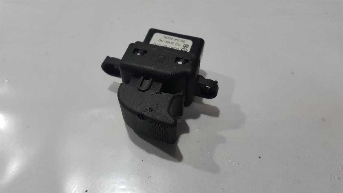 Stiklo valdymo mygtukas (lango pakeliko mygtukai) d39766370 03036000 Mazda 2 2003 1.4