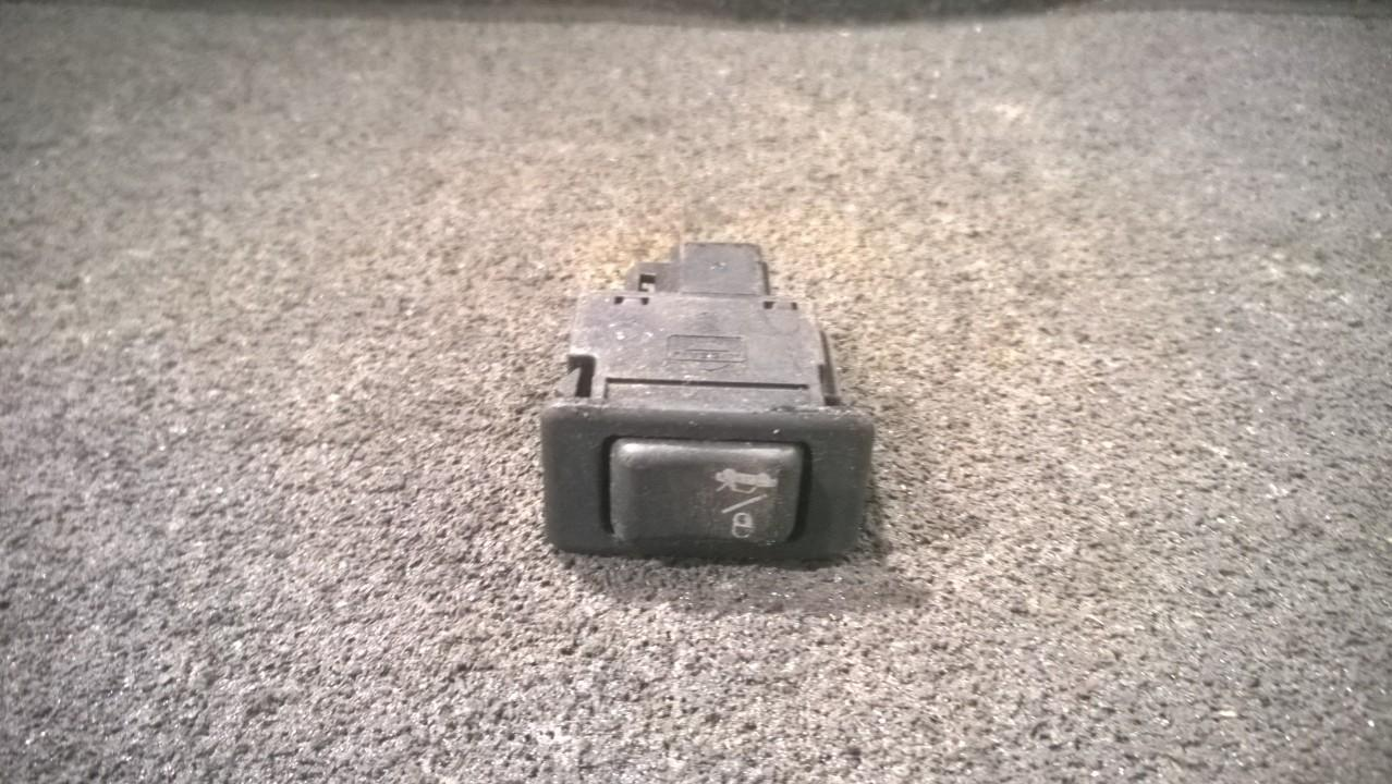 Door central locking lock unlock switch control Nissan Primera 1997    2.0