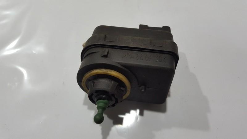 Zibinto aukscio reguliatorius (korektorius) 7700840141 n/a Renault LAGUNA 1999 2.0