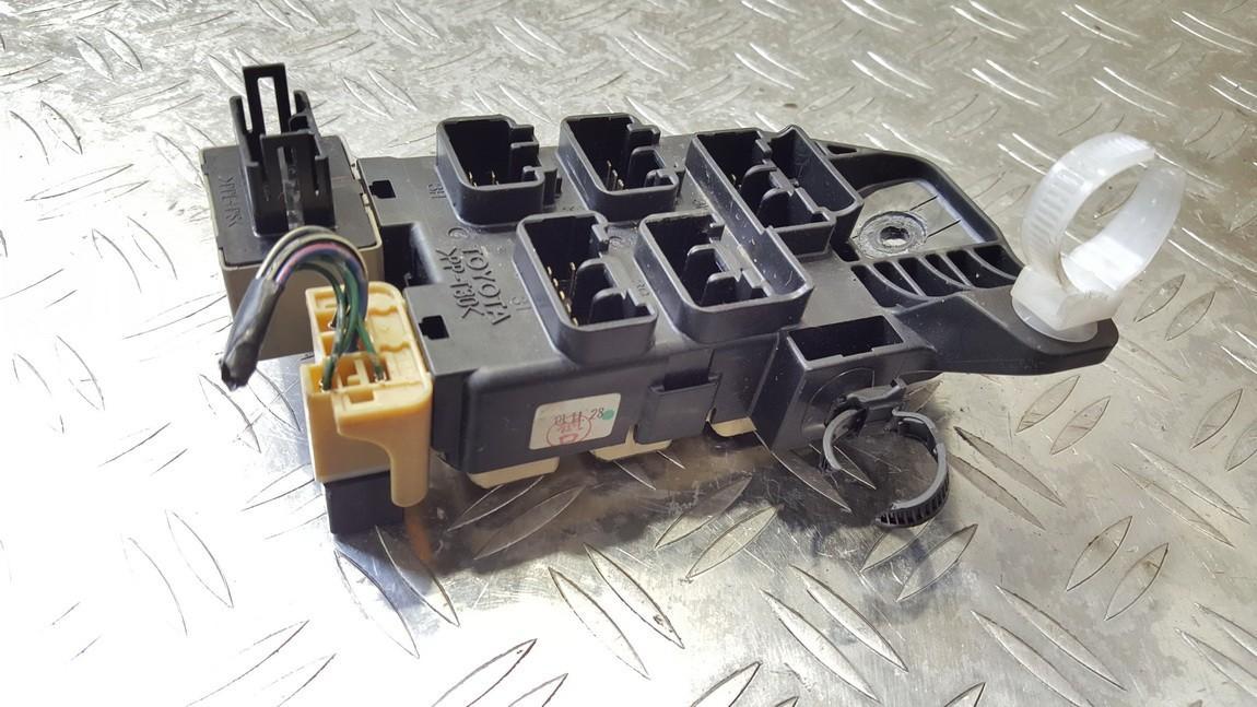 Kiti kompiuteriai e11020100 nenustatyta Toyota AVENSIS VERSO 2001 2.0