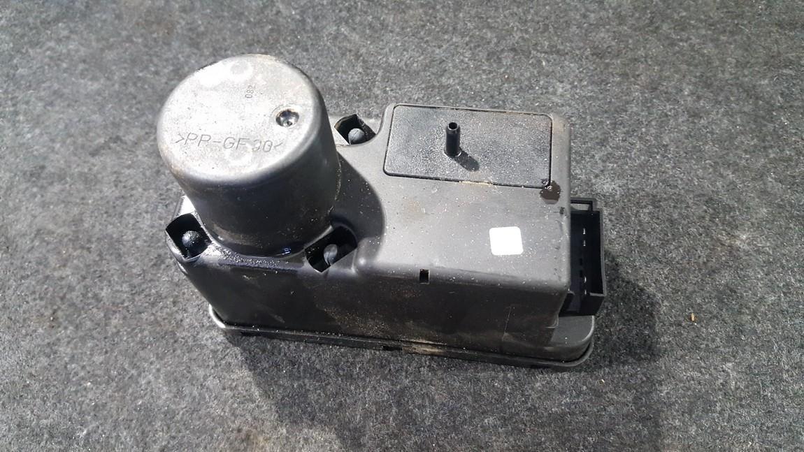 Central Locking Pump Volkswagen Passat 1992    1.8 357962257