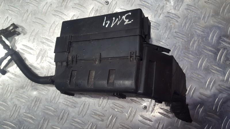 Fuse box  Nissan Almera Tino 2000    2.2