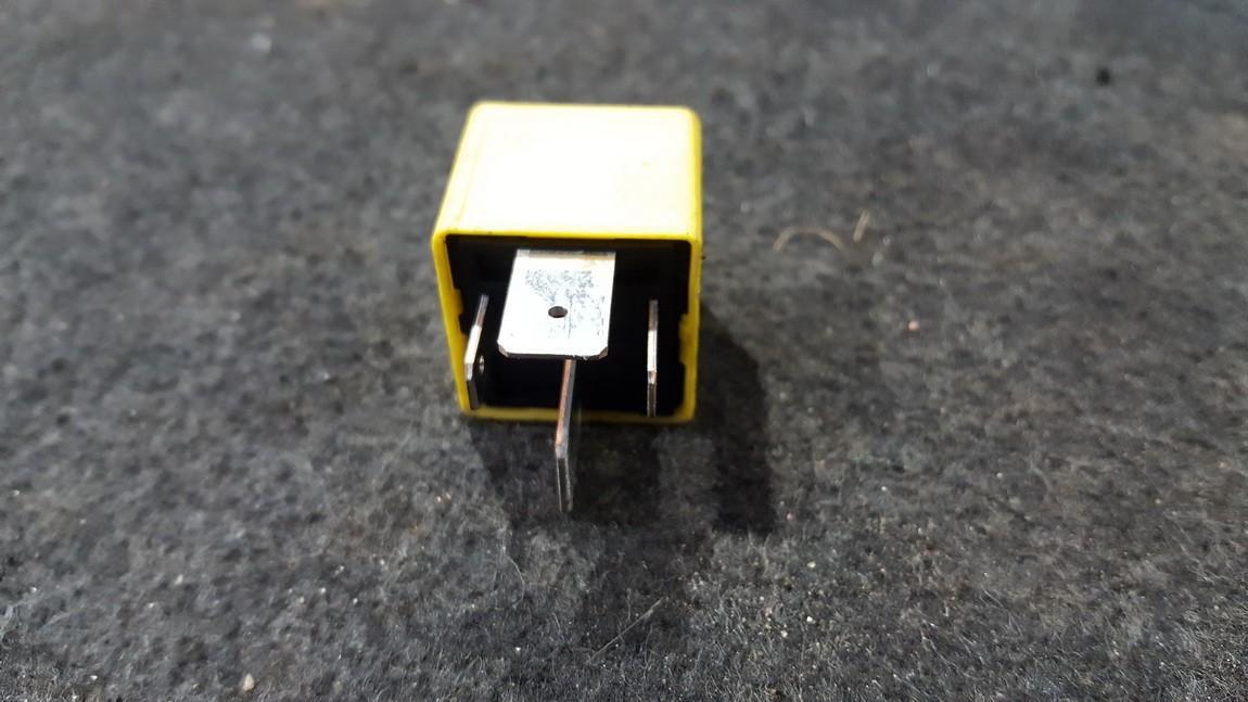 Relay module 90226846 nenustatytta SAAB 9-5 1998 2.0