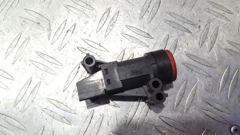 Inertia fuel cut off switch Ford Focus 2005    1.6 5l2t9341aa