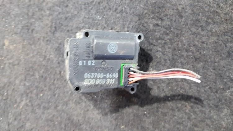 Peciuko sklendes varikliukas 0637008690 3d0959311 Volkswagen PHAETON 2003 4.2