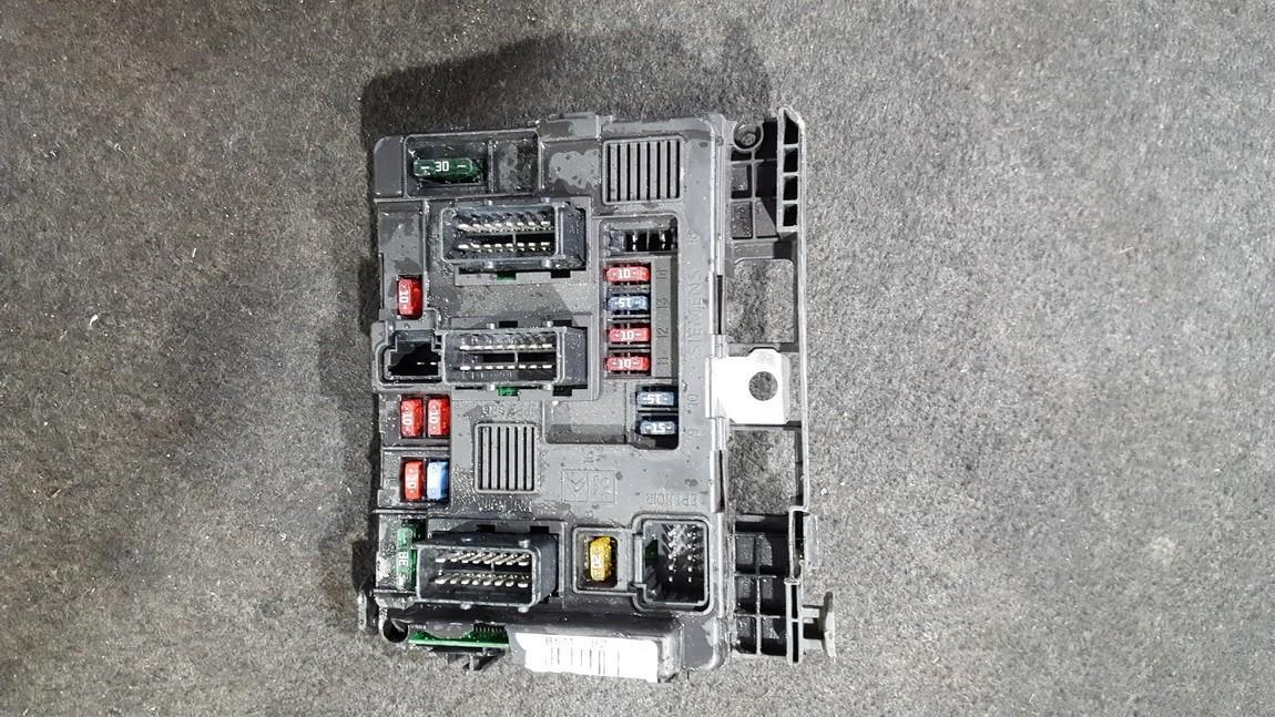 Peugeot  206 Fuse box
